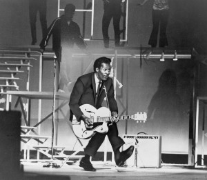 chuck-berry-b-1926-on-stage-playing-everett