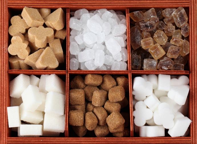 Разный сахар в деревянной коробочке