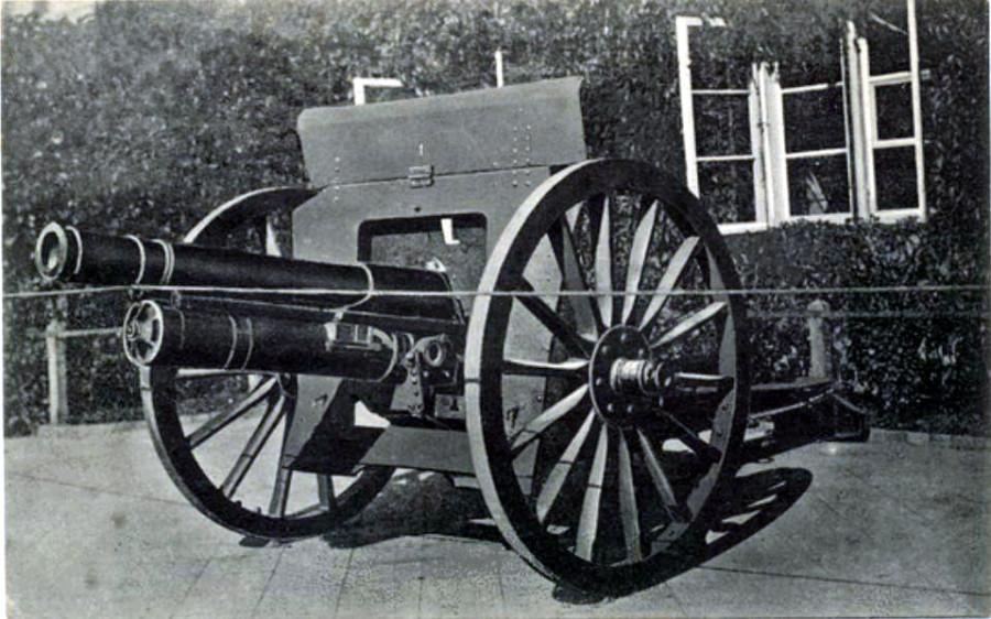 русск. орудие у ратуши