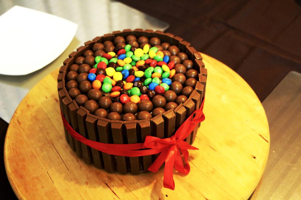 торт украшенный ммдемс фото