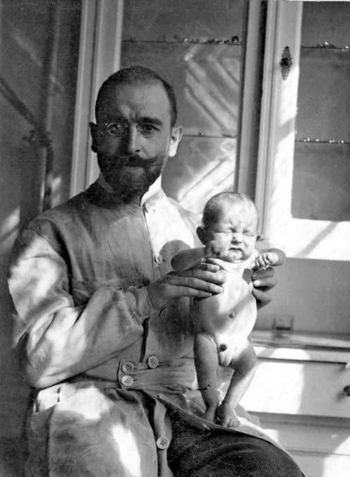 Персона дня. Эрнст Моро: искусственное вскармливание и морковный суп, спасающий детей