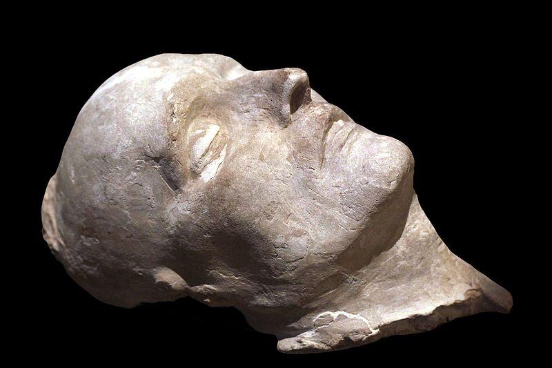 День в истории: человек, снявший с Наполеона маску смерти
