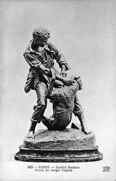 Памятник Жану-Батисту Жюпилю во дворе Института ПастераWikimedia Commons