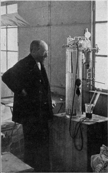 Натан Цунц в лаборатории