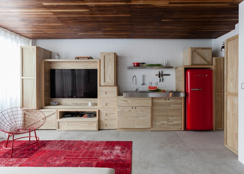 Red-Shades-And-Wood
