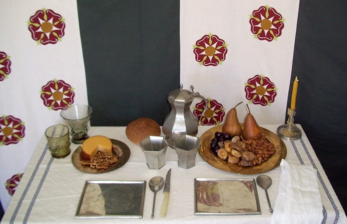 14th century table setting