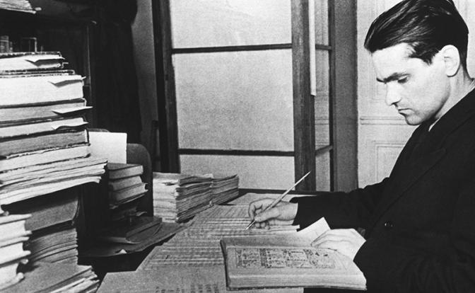 Этнограф и языковед Юрий Кнорозов за работой 1952 год (Фото ТАСС)