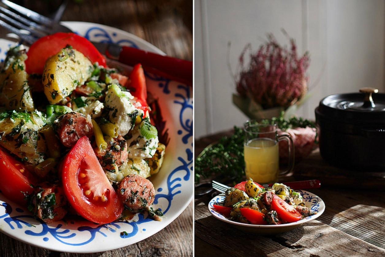 Картофельный салат с сосисками, фетой и зеленью