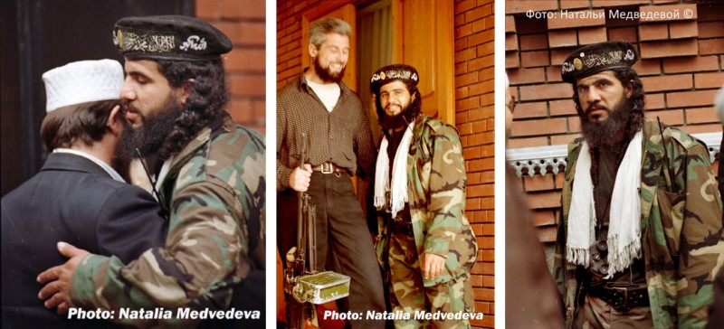 На фотографиях: Хаттаб, или Амир ибн аль-Хаттаб (настоящее имя - Самер Салех ас-Сувейлем) – мусульманин суннит, гражданин Саудовской Аравии, командир профессиональных арабских убийц и садистов, засланных королем Саудовской Аравии Фахд ибн Абдул-Ази́з Аль Сау́дом на территорию России, для ведения боевых действий против Российской армии, в помощь мусульманам чеченцам Фото: Натальи Медведевой.