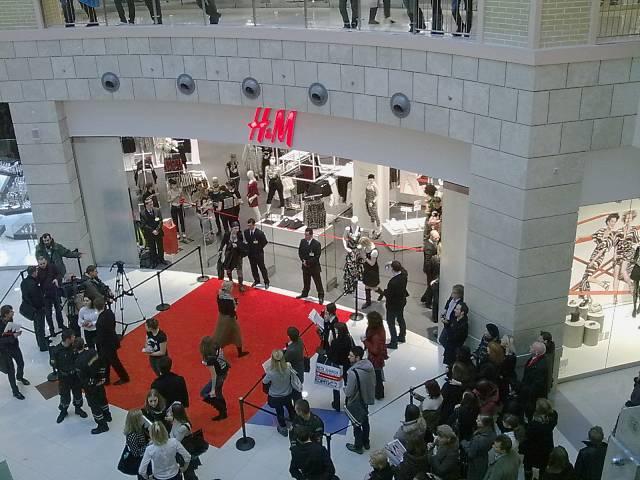 Фотки с открытия H&M в Москве
