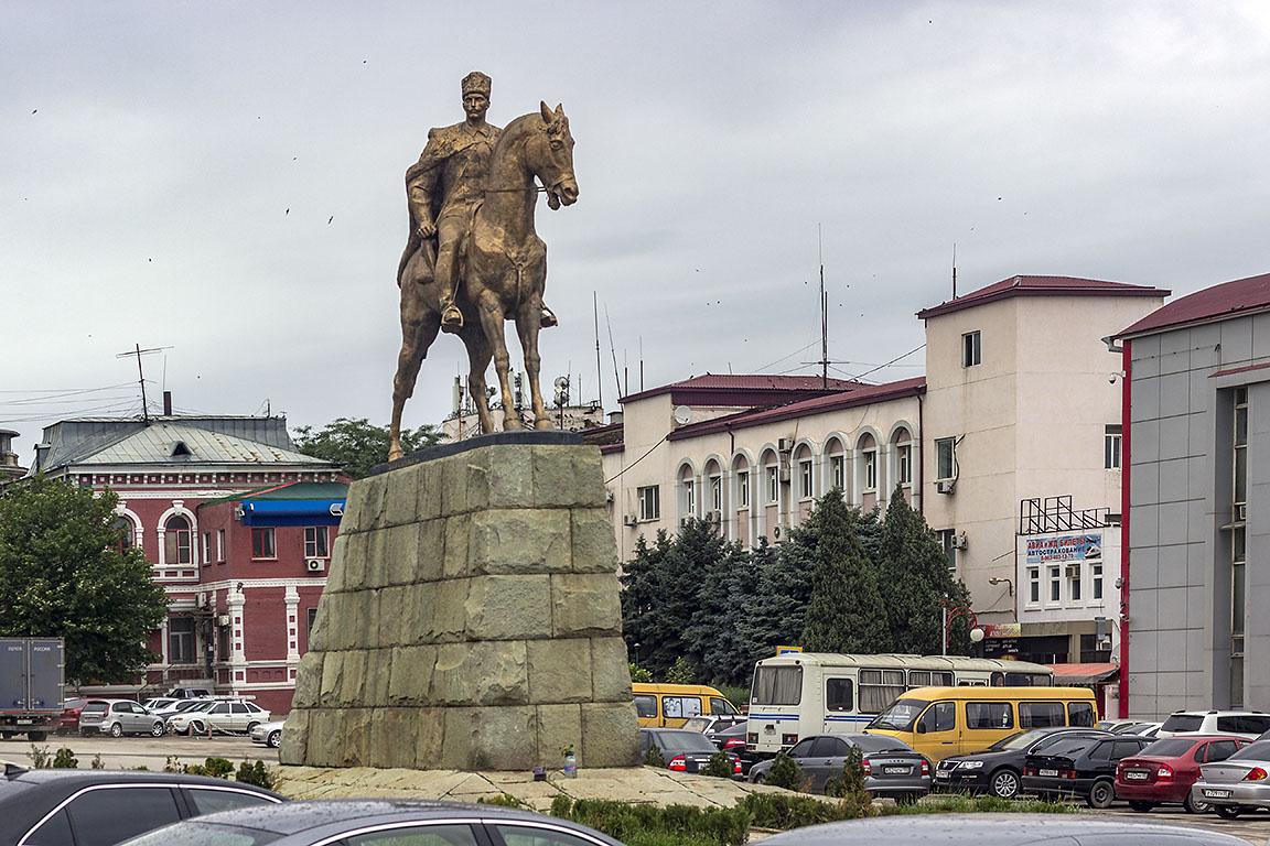 Махачкала Памятник Махачу Дахадаеву