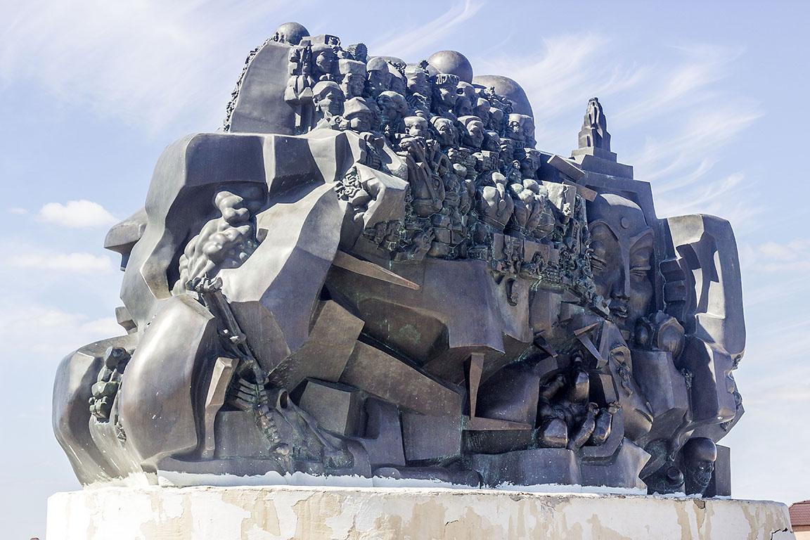 Элиста скульптура Эрнста Неизвестного