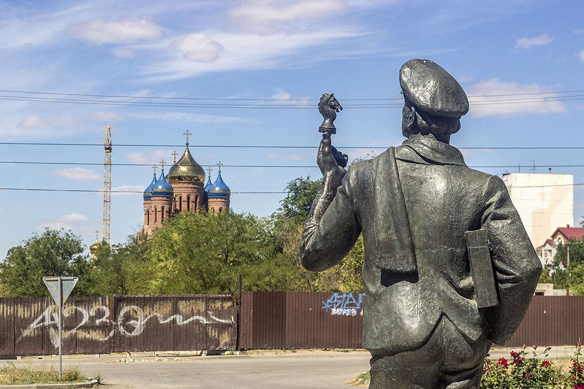 Элиста Памятник Остапу Бендеру
