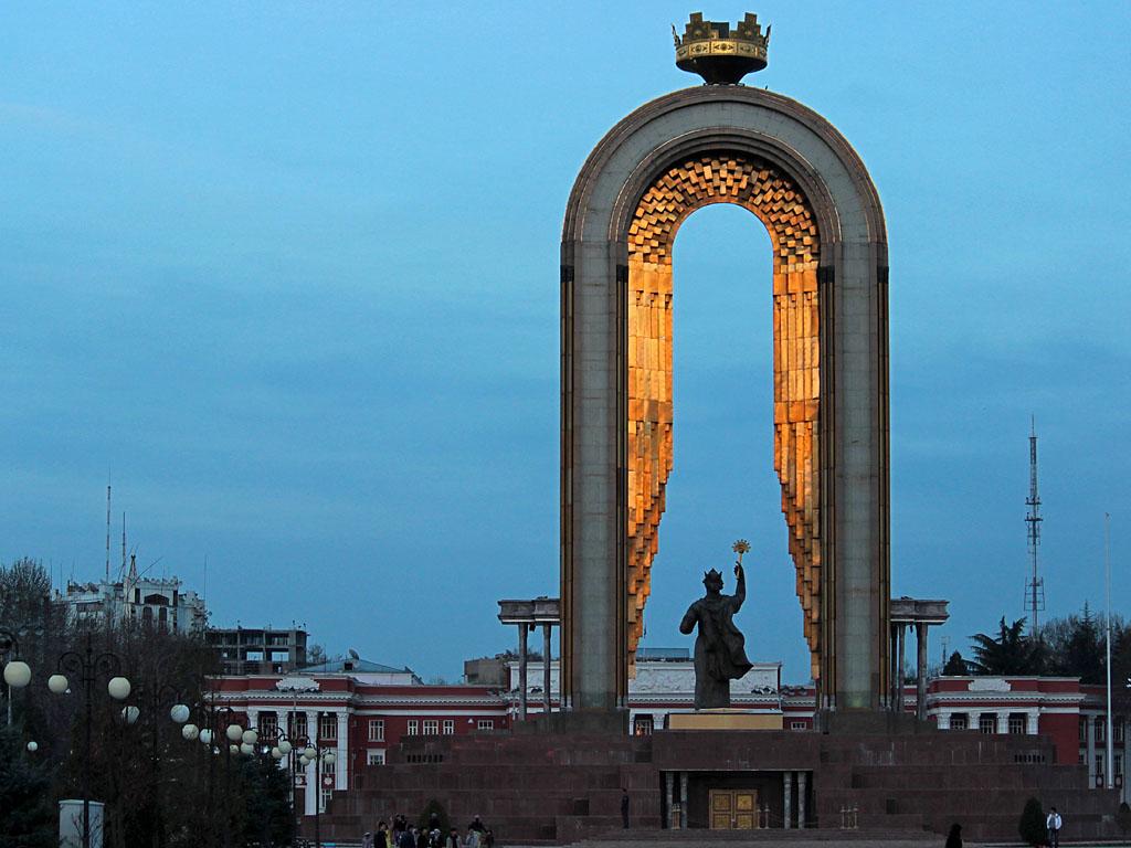 Памятник Исмаилу Сомони