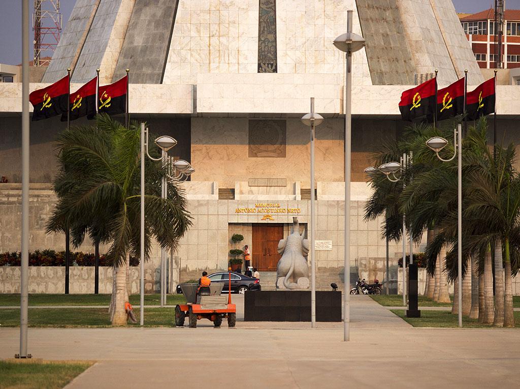 Луанда мавзолей Агостиньо Нето