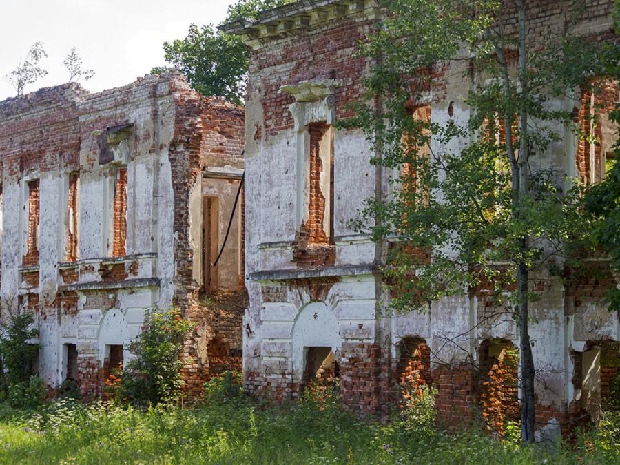 Зубцов. Развалины усадьбы Александровское