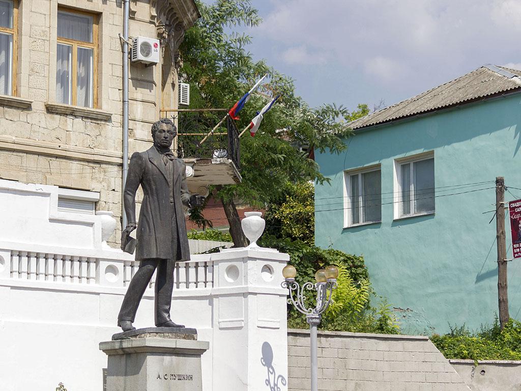 Бахчисарай памятник Пушкину