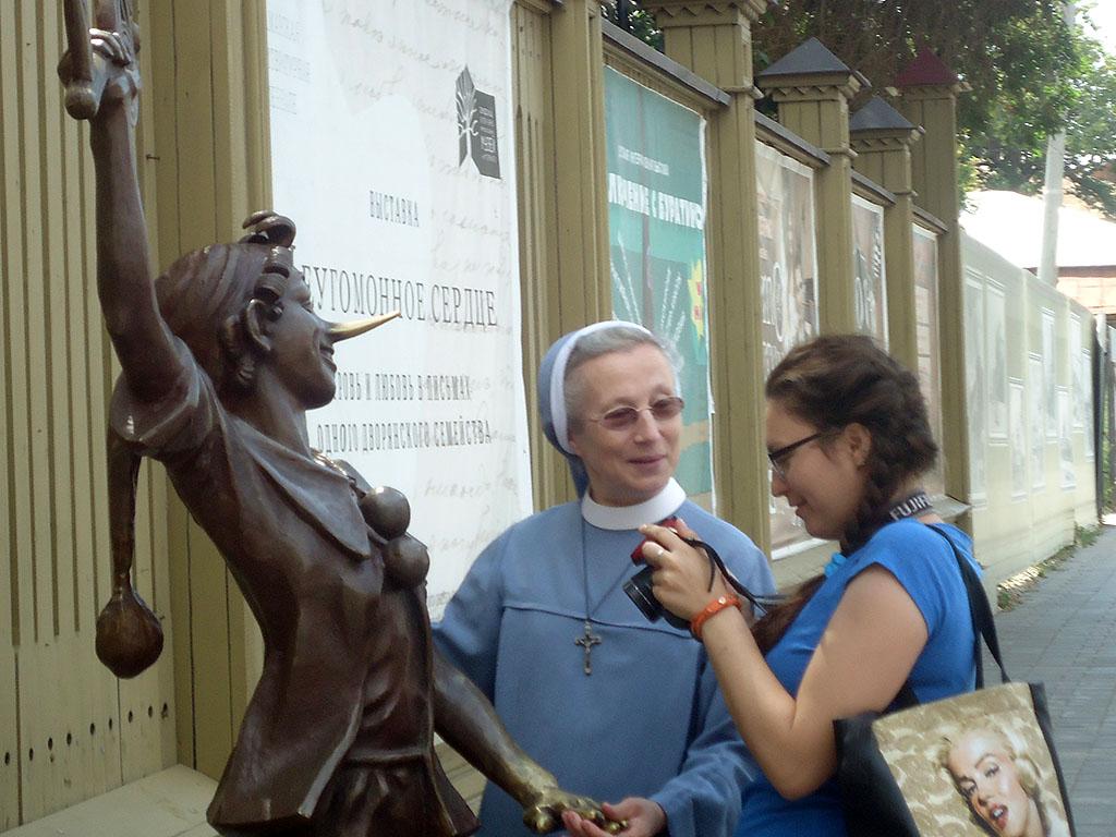 Памятник Буратине