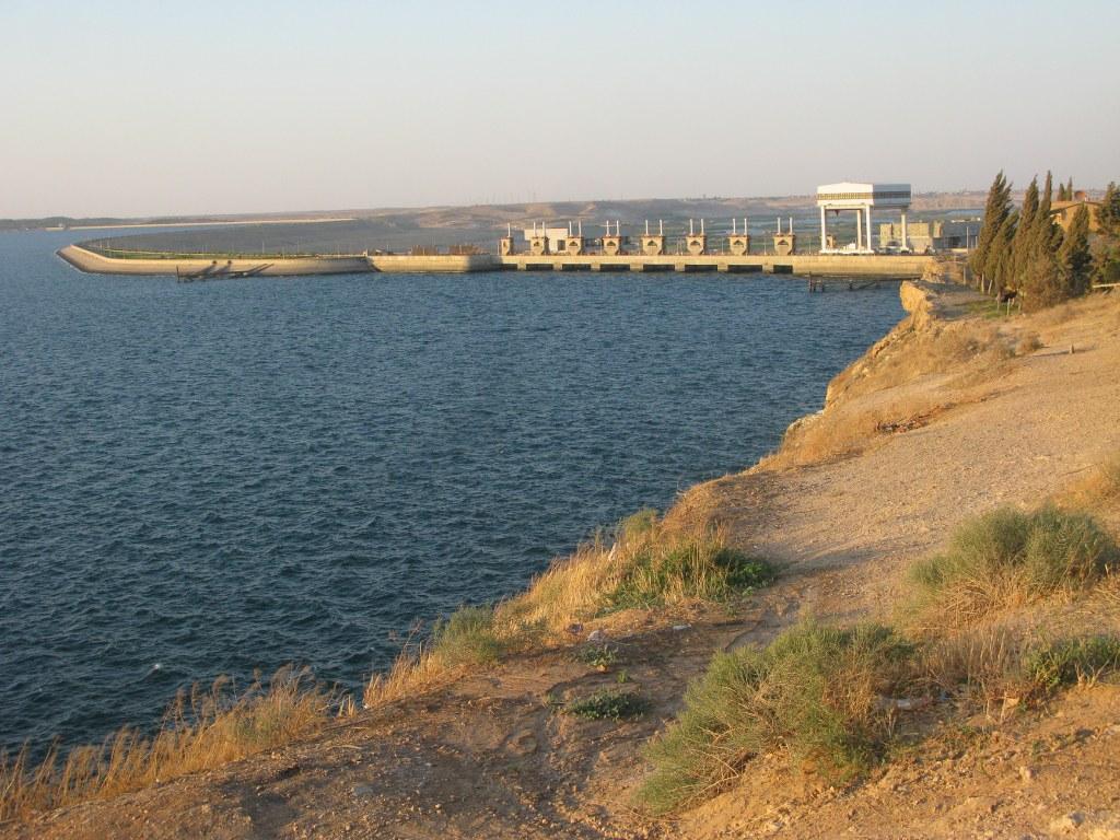Вид на ГЭС со стороны верхнего бъефа