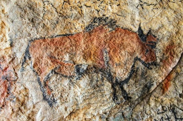 Этой росписи из пещеры на острове Борнео 40 000 лет. И до сих пор оранжевая!