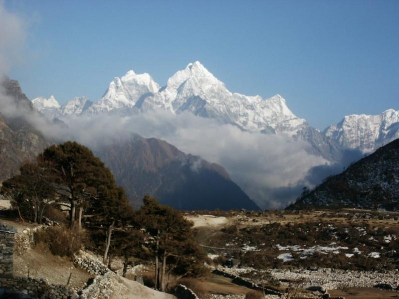 Гора Канкар-Пунсум осенью