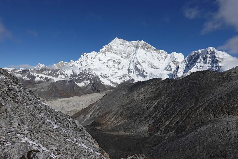Кто не пускает альпинистов на гору — король Бутана или духи?
