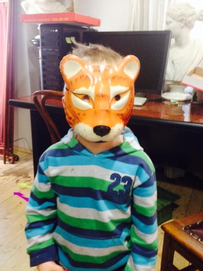 Коллективный пир и антикварные маски :)