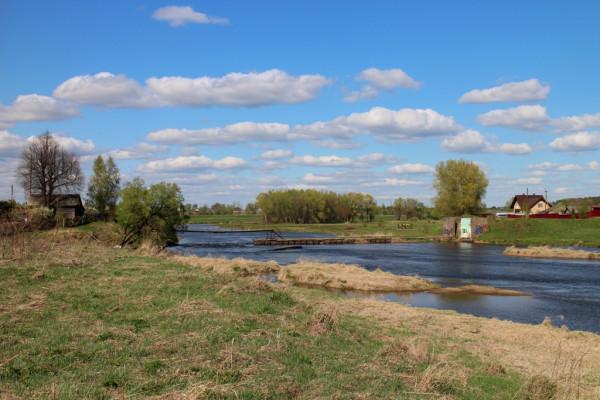 берега Москвы-реки возле монастыря