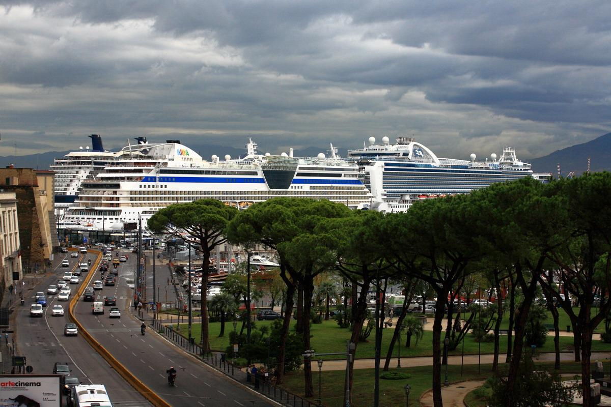 В Неаполе тучи разошлись и солнышко выглянуло