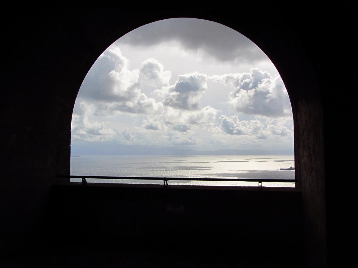 Вид на залив- даже в обрамлении туч- отдельная песня