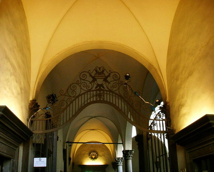800px-Palazzo_antinori,_stemma_su_cancello