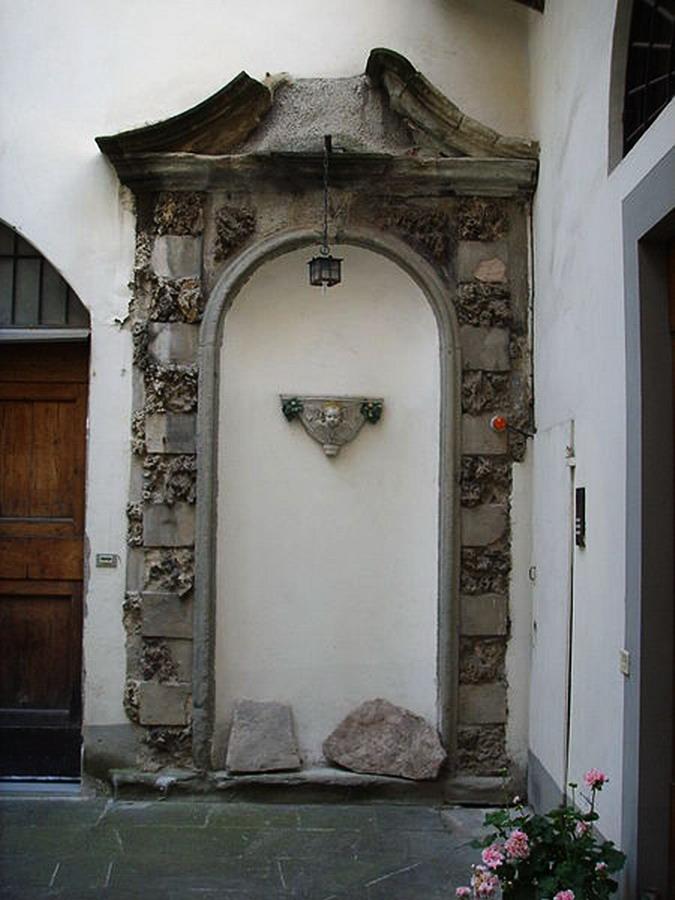 Palazzo_ricasoli_firidolfi,_fontana_a_muro_(ex)