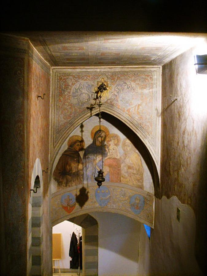 450px-Palazzo_rosselli_del_turco,_affreschi
