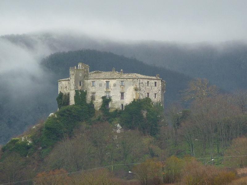 800px-Pescolanciano-Castello
