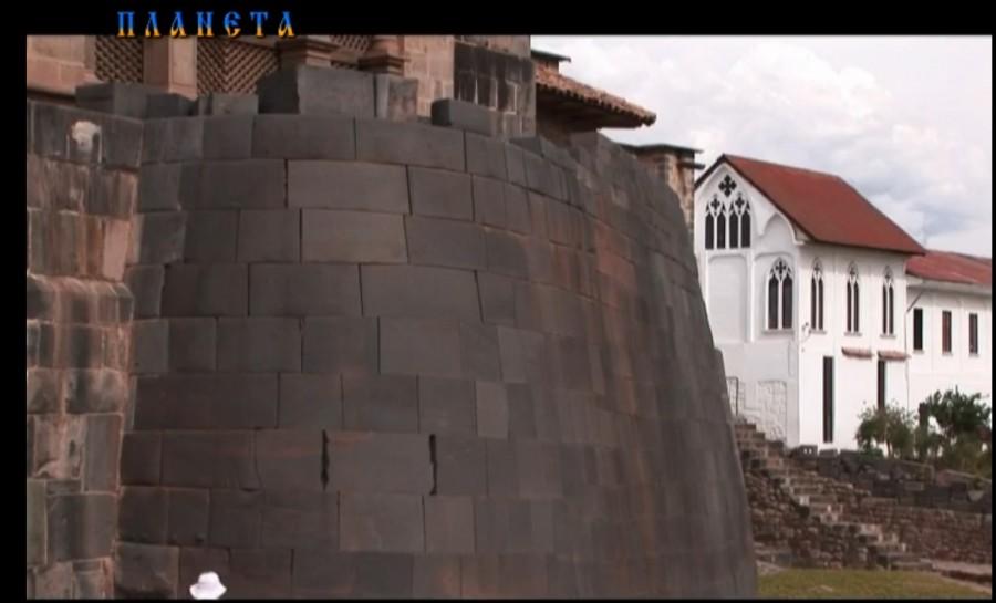 Стена в Перу, окрестности города Куско, полигональная кладка