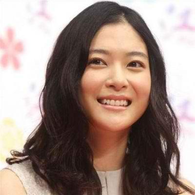 Matsumoto Jun y su novia 2013