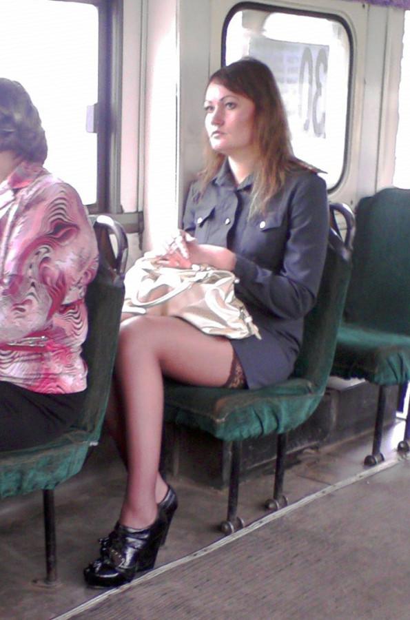 Фото наших девушек в транспорте и на улице важен мне