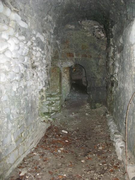 внутри стены