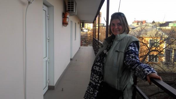 Надя на балконе