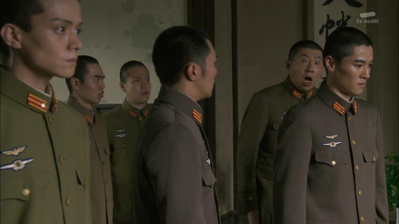 """Японский офицер на заднем плане как бы говорит нам: """"Вот это поворот!"""""""