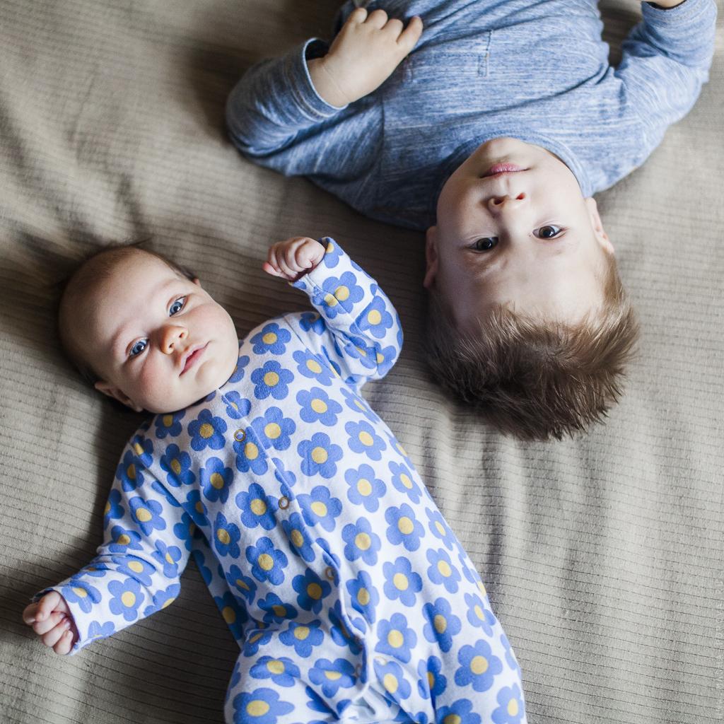 Сестра спит а брат т 21 фотография