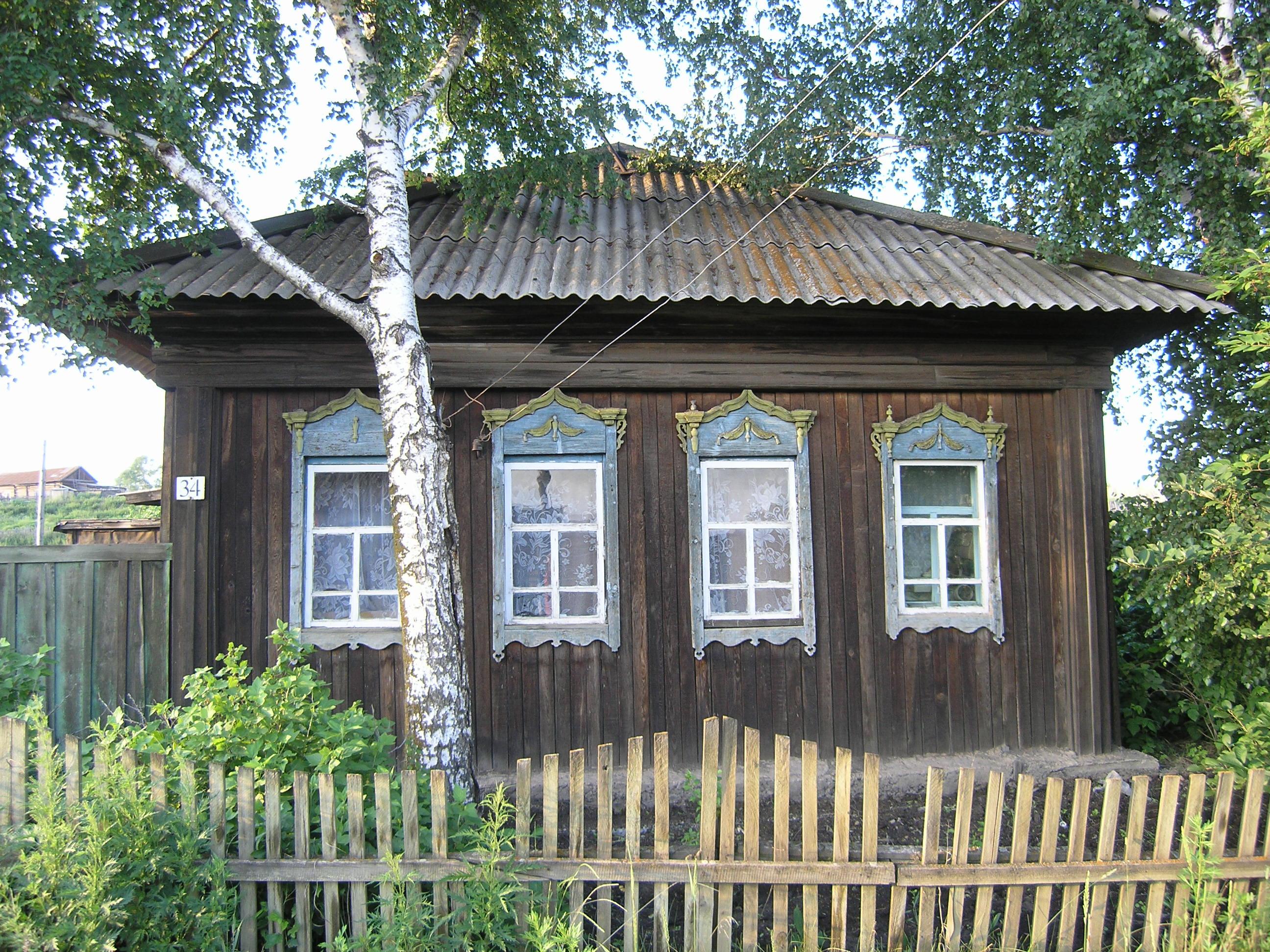 Улица Партизанская дом с наличниками