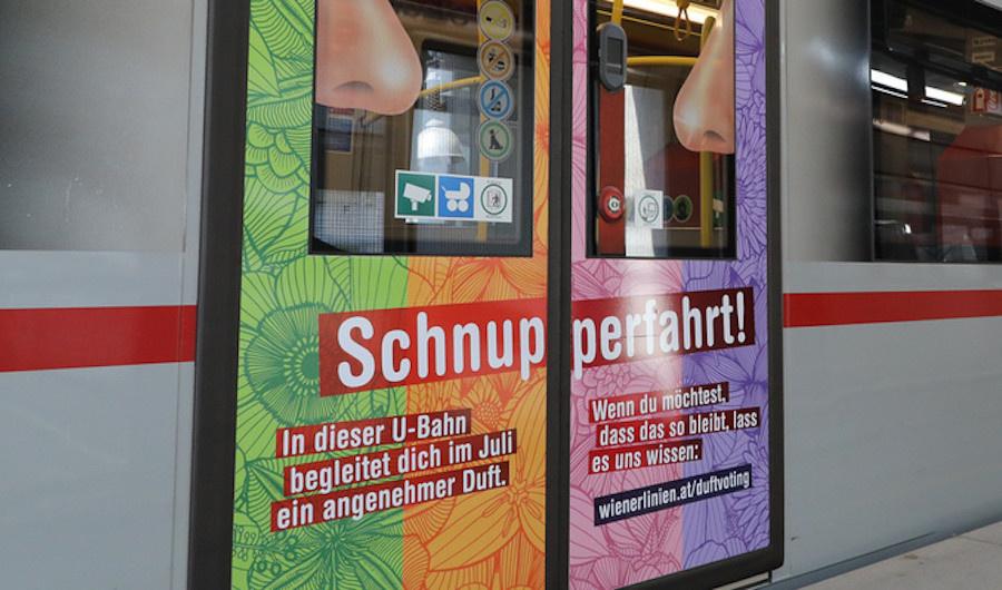 Двери вагона с ароматизаторами в Вене. Фото © Wiener Linien