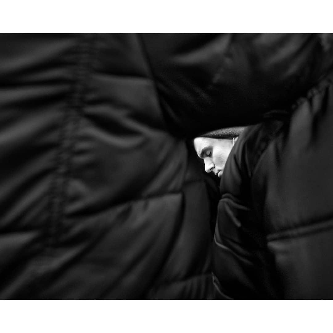 Сон в переполненном вагоне метро