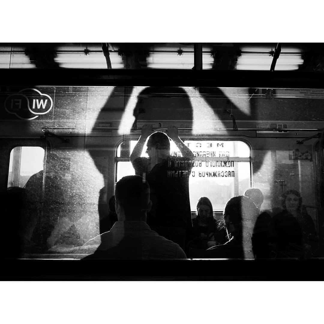 """Заходящее солнце на станции """"Воробьевы горы"""""""