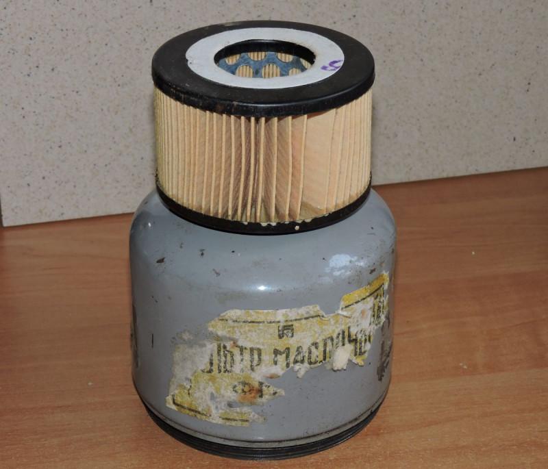 Сменный фильтрующий элемент и часть корпуса разборного фильтра.