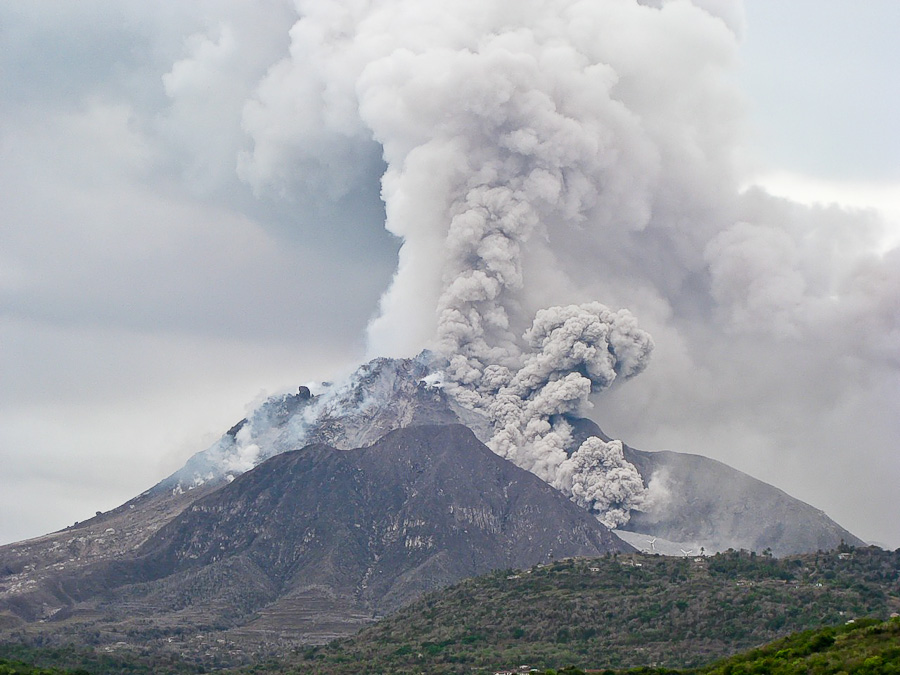 Извержение вулкана на карибском Монтсеррате