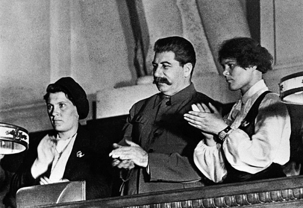 800px-RIAN_archive_377427_Stalin_and_famous_collective_farmers_Demchenko_and_Angelina_at_the_X_Congress_of_the_Young_Communist_League