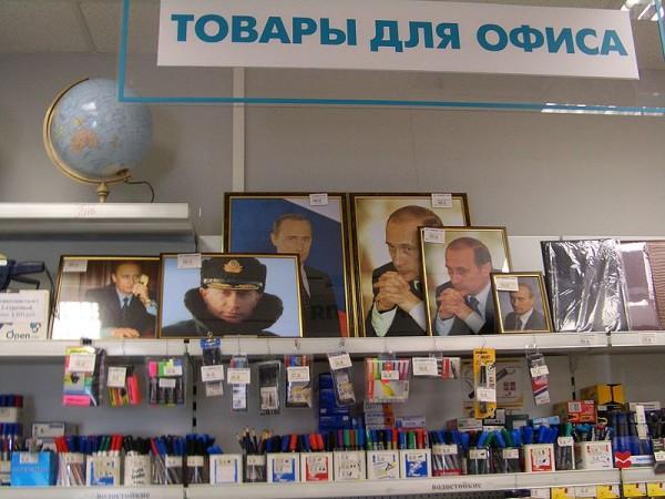 800px-Putin-portraits-1614