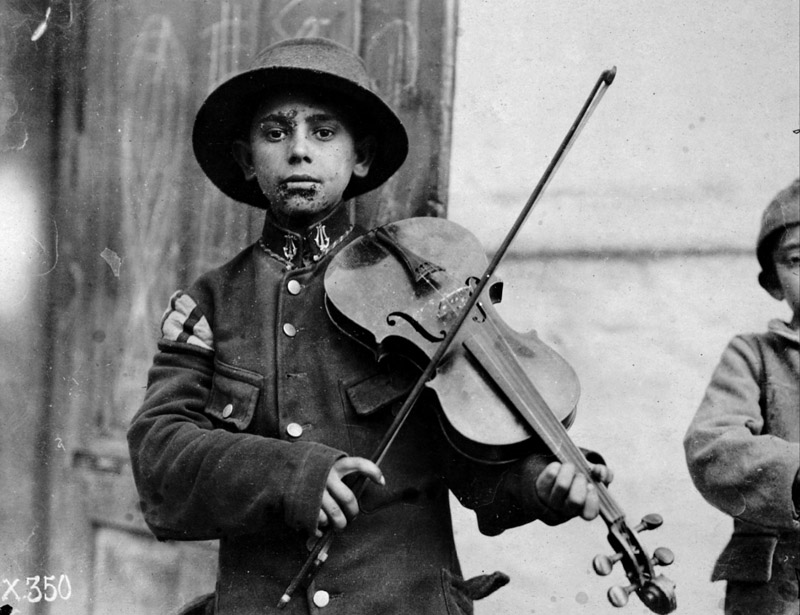 Belgrade violin player, 1918 by Lewis Hine